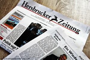 BloggerfuerFluechtlinge_HZ-Zeitungsartikel-BröselsBücherregal