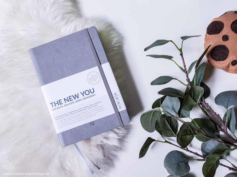 The New You Buch in Grau in Verpackung Banderole
